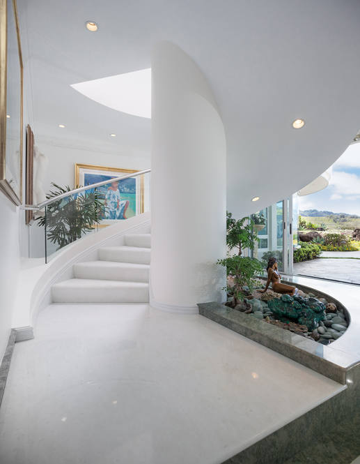 31. curved staircase 828 moaniala street