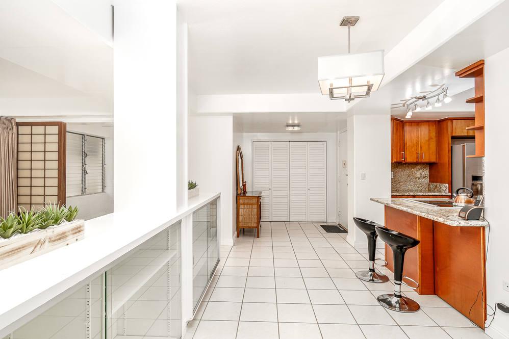 03. livingrm to kitchen front door 1425 punahou  404