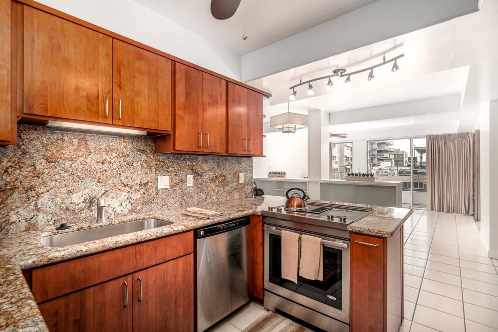 01. kitchen to livingrm 1425 punahou 404