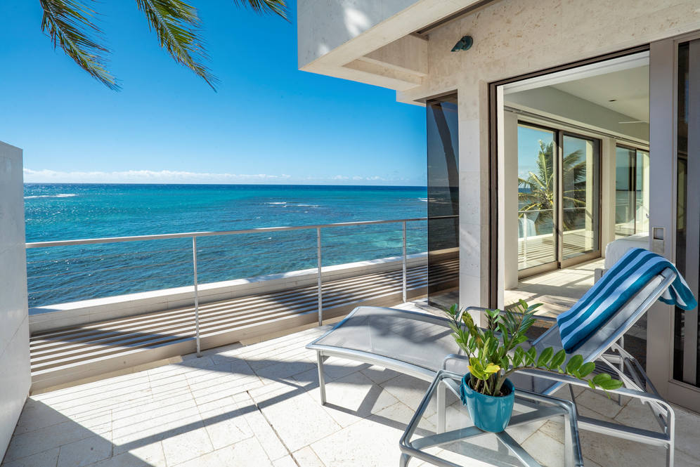 13. upstairs guest suite lanai oceanview 3311 beach rd