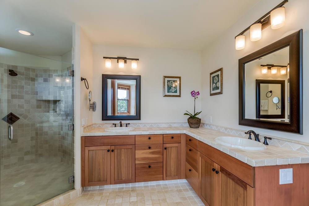 15. 3679 kaweonui rd princeville large 015 2 master bathroom 1500x1000 72dpi