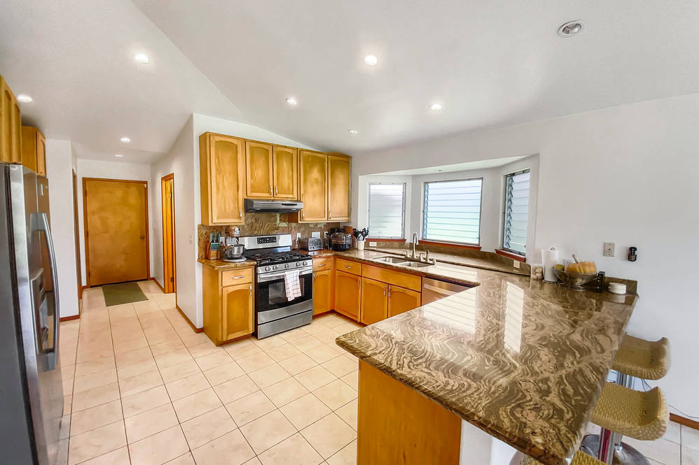 16 272 aulii st hires 27