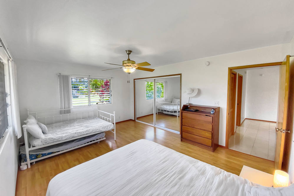 16 272 aulii st hires 33