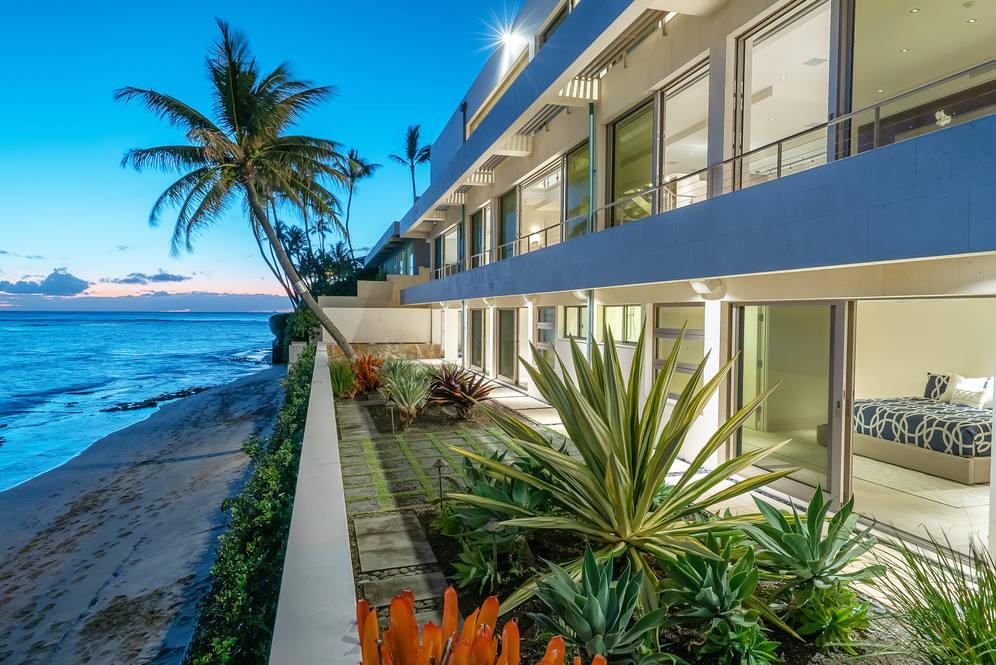 22. evening closeup of house from beach 3311 beach rd