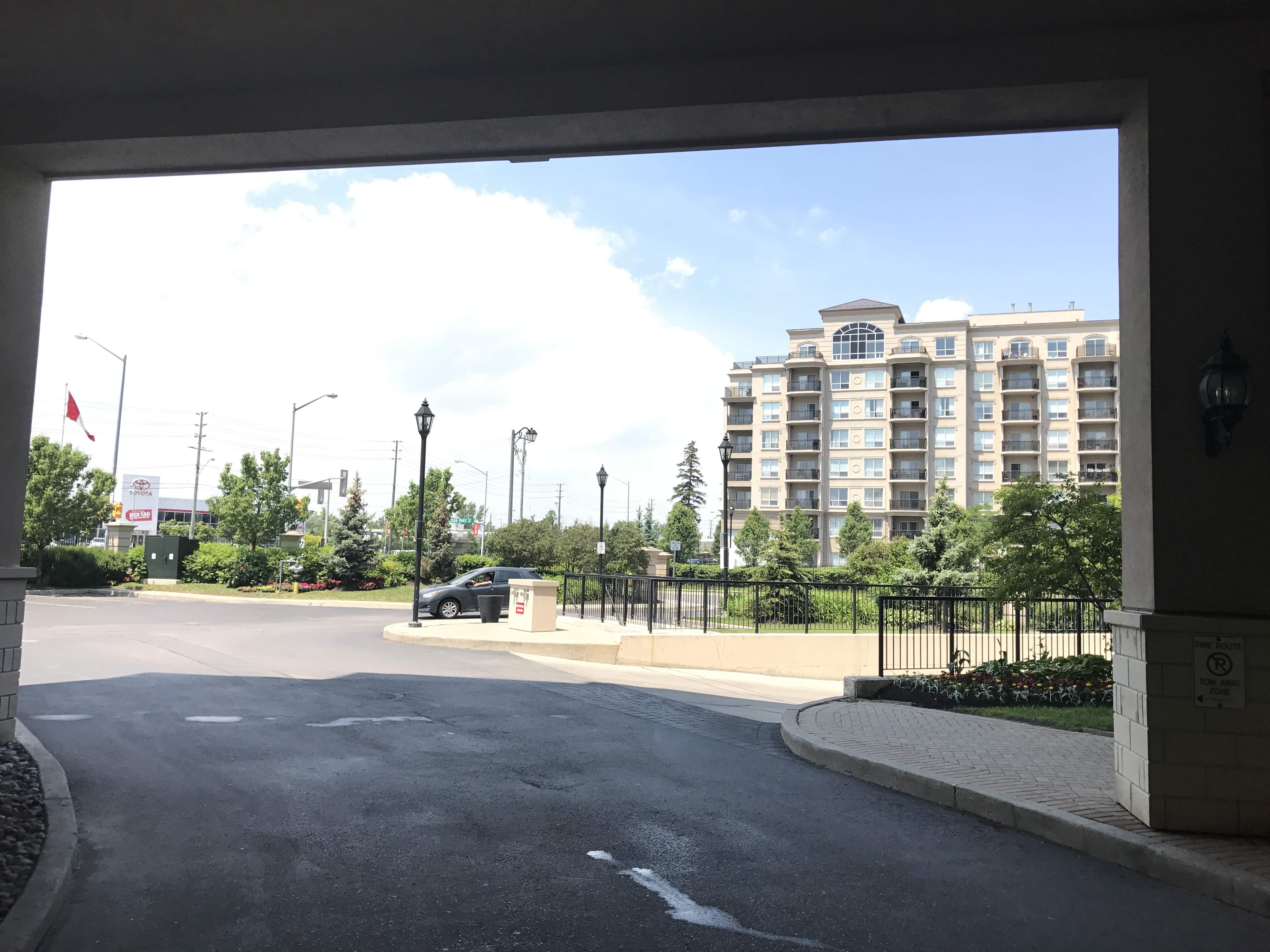 Condos for rent condo rentals condo property management for 1 maison parc court thornhill