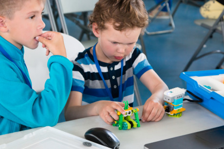 Image to show kids while building WeDo robots using Lego