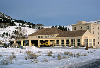mammoth hot springs hotel in yellowstone national park