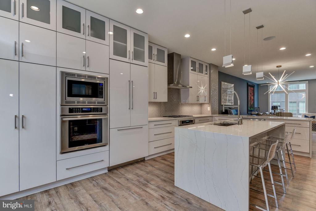 3629 CHEVY CHASE LAKE DR