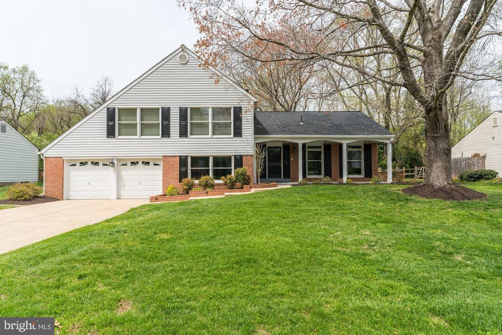 9037 WANDERING TRAIL DR