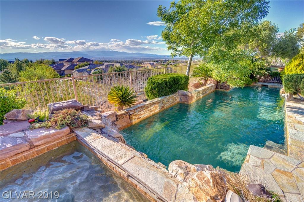3 PINE HOLLOW DR