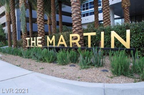 4471 Dean Martin DR