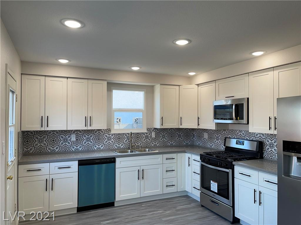 221 View DR