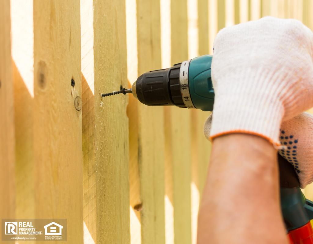 Los Lunas Professional Installing a Fence