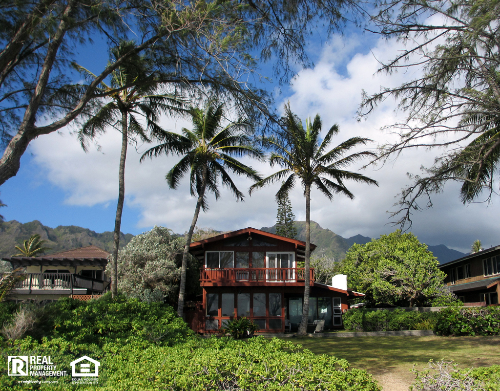 Red Beach House in Waimanalo on a Beautiful Day