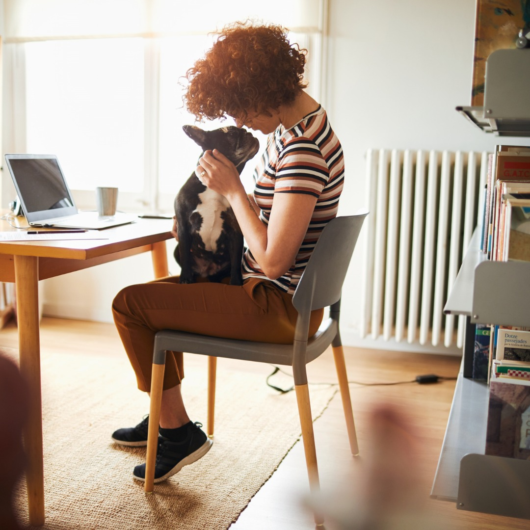 woman-working-at-home-doing-home-finances-picture-id956031216