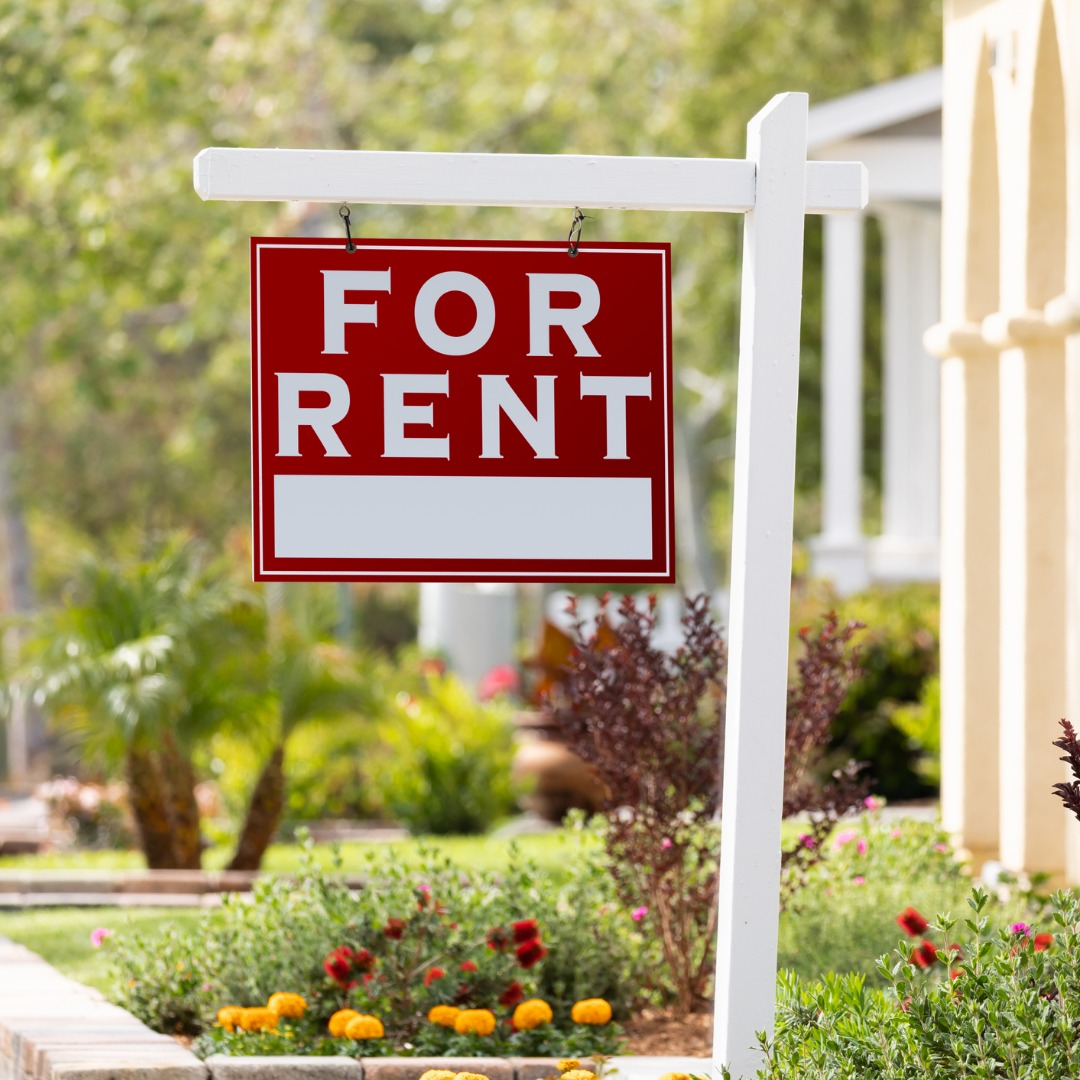 red-for-rent-real-estate-sign-in-front-house-picture-id960624848