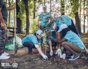 Benton Volunteers Planting Trees