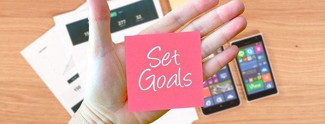 post it note reminding you to Set Goals