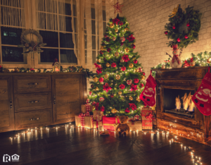 A Decorated Christmas Tree in the Living Room of a Rental Property in Rolesville