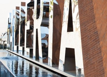 Environmental Graphic Design Glendale Galleria Exterior Branded Identity Glendale Galleria Fountain