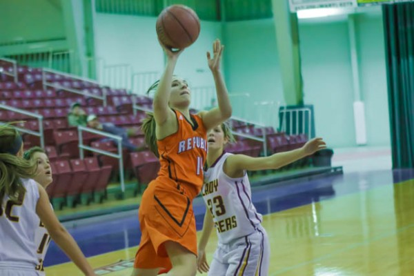 Jordan Kabetske drives to the bucket. She finished with eight points.