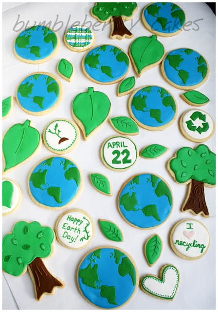 Shared at Ruffles and Rain Boots: Earth Day cookies from Bumbleberry Cakes