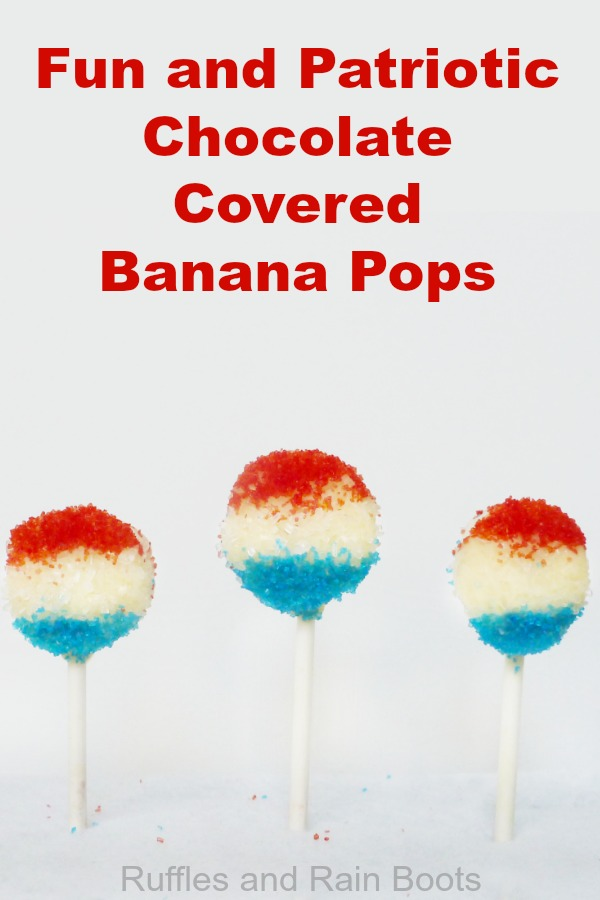 Make these fun, easy, and quick patriotic chocolate covered bananas for Independence Day! #healthytreats #dessert #patriotic #independenceday #4thofJuly #Julyfourth #memorialday #bananadesserts #kidsinthekitchen #rufflesandrainboots