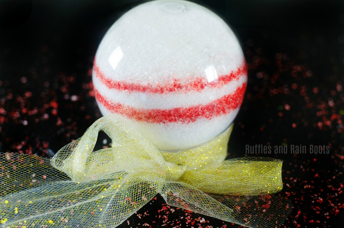 Make these adorable Christmas bath salts in a snow globe for a WOW-worthy Christmas gift idea!