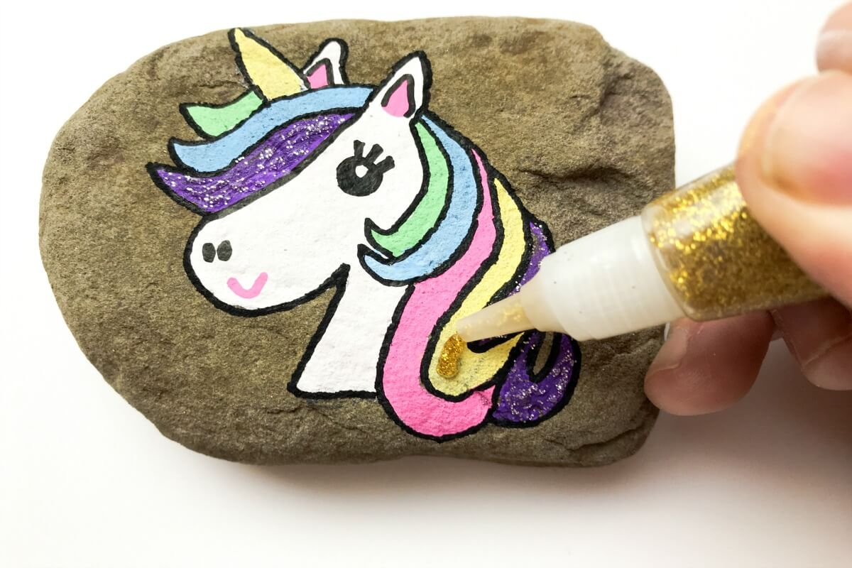 DIY Unicorn Rock! Cute and easy kids craft idea! #diy #kidscraft #unicorndiy #unicorn #unicorntheme #unicorncraft