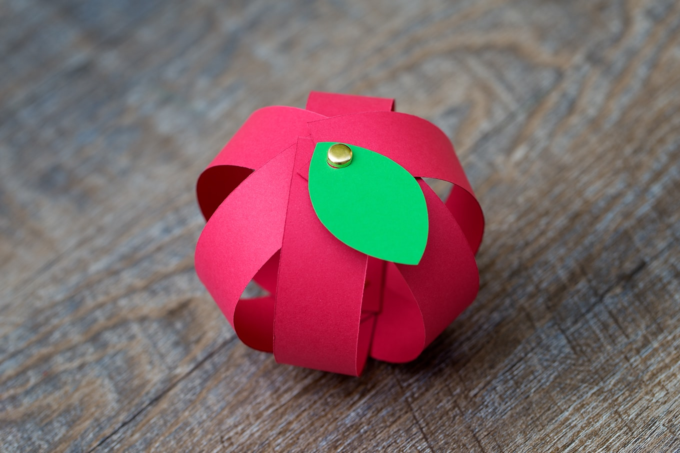 Paper Apple Craft with Printable Template _ Kindergarten Crafts