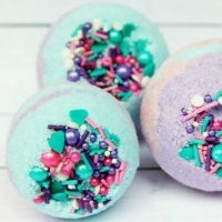 Mermaid Bath Bombs That Look AMAZING Two Ways!
