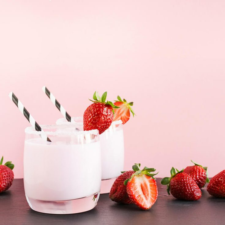 Make This Ridiculously Easy Strawberry Milkshake in 5 Minutes!