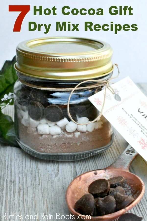 mason jar hot cocoa gift with text which reads 7 hot cocoa gift dry mix recipes