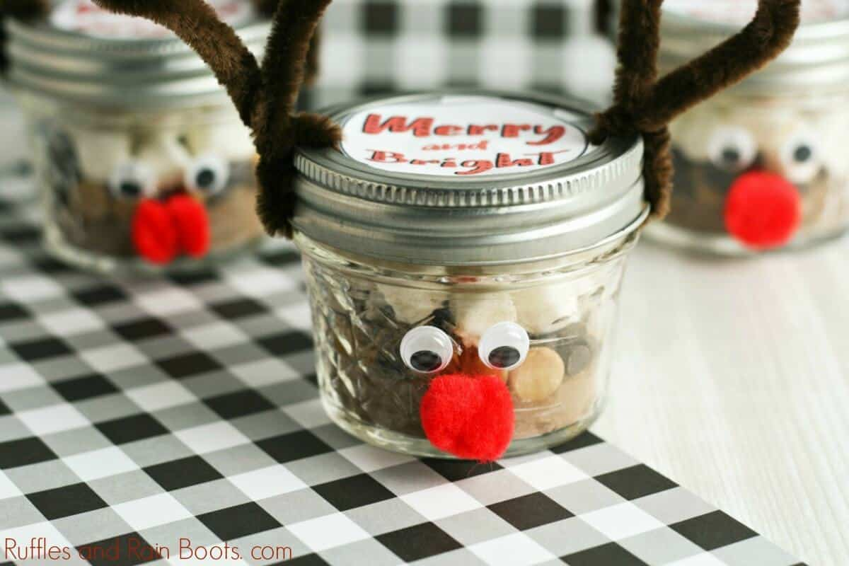reindeer mason jar with peanut butter hot chocolate mix