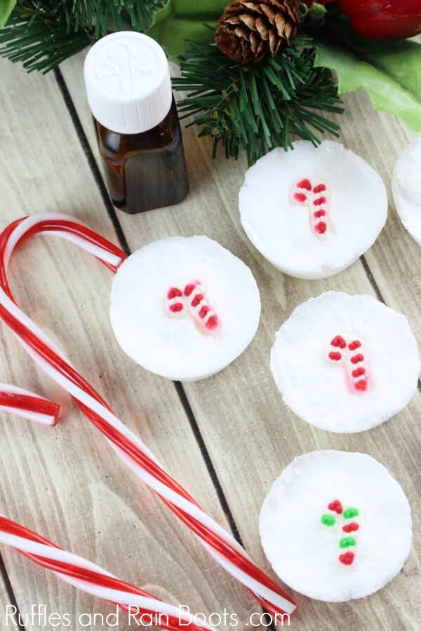Easy candy cane shower bombs are the perfect DIY Christmas gift