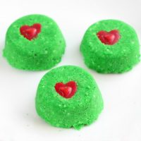 These Grinch Christmas Shower Bombs are Everything!