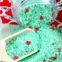 Make Some Easy Grinch Christmas Bath Salts and WOW Them All!