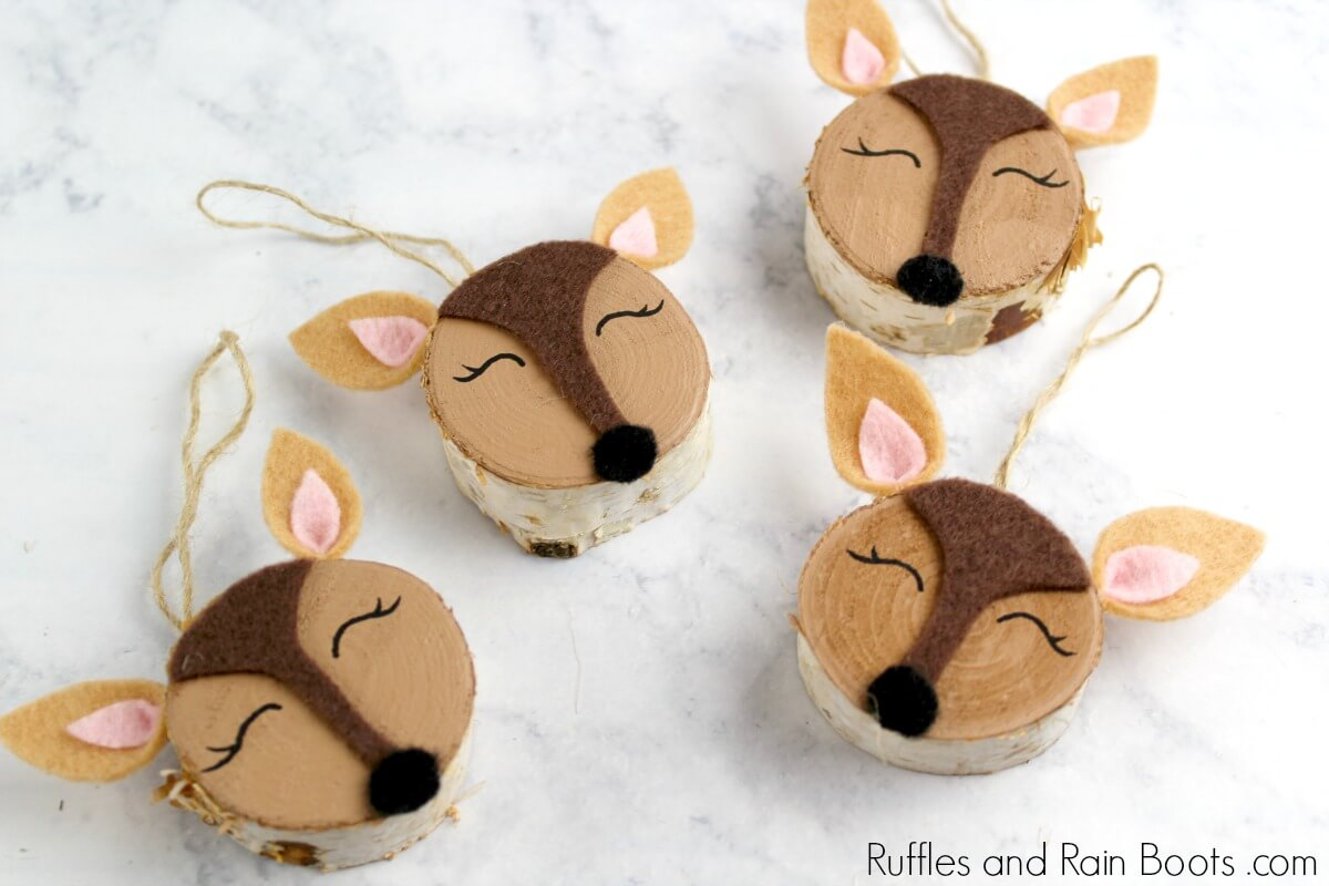 Deer Ornaments with Wood Slices - A Christmas Craft