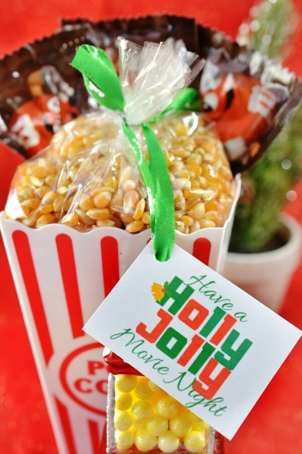 What to Put in a Movie Gift Basket