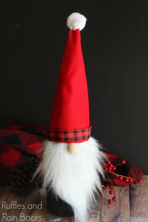 Christmas gnome wine bottle topper - 30 minute Christmas craft