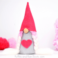 DIY No-Sew Valentine Felt Gnomes Tutorial