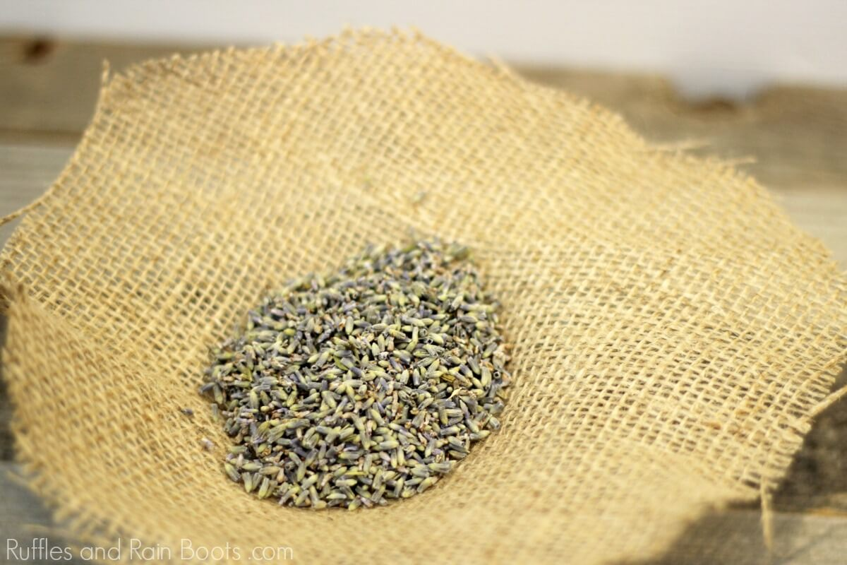 How to make a lavender sachet