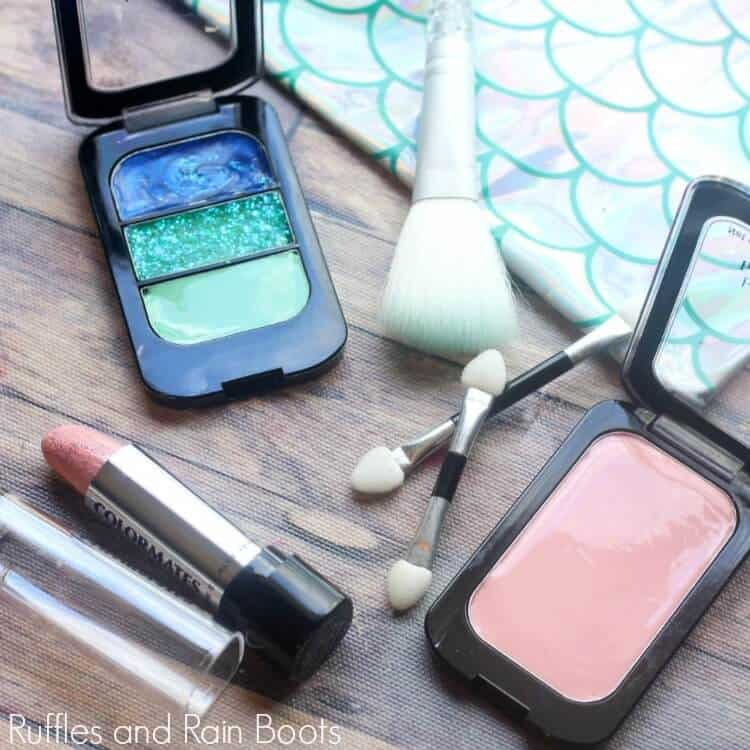 Make Pretend Makeup for Dressup and Pretend Play