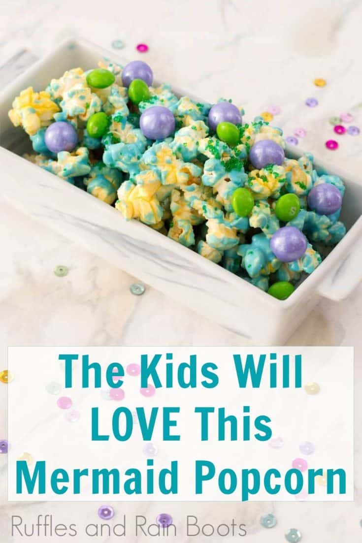 I love this candy popcorn recipe! Seriously, this mermaid popcorn is perfect for any mermaid party! Click here to see how she makes this cute mermaid party treat in just a couple of steps! #mermaidpartyidea #mermaidfood #mermaidpopcorn #mermaidtreat #candypopcorn #rufflesandrainboots