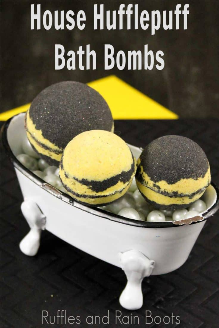 These Hufflepuff bath bombs are so cute! Such a simple Harry Potter gift idea! Click here to see how she makes this simple Hufflepuff idea in minutes! #hufflepuff #hufflepuffdiy #hufflepuffbathbombs #harrypotterdiy #harrypottergift #harrypotterbathbombs #rufflesandrainboots