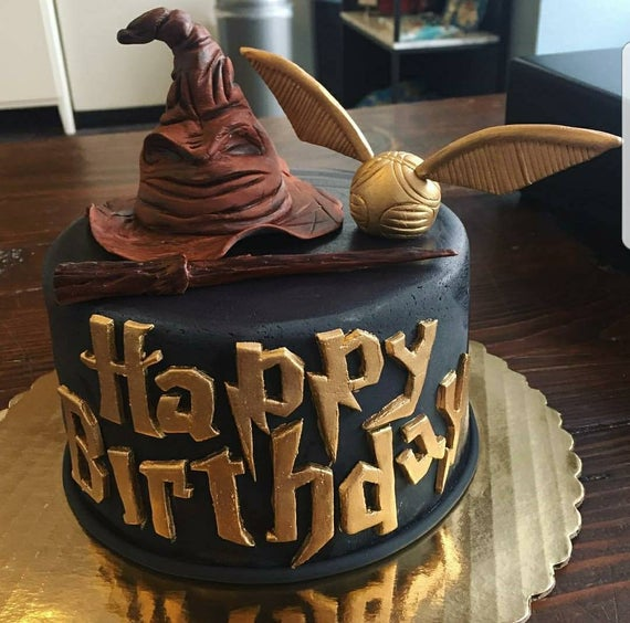 Fondant Harry Potter cake topper set.