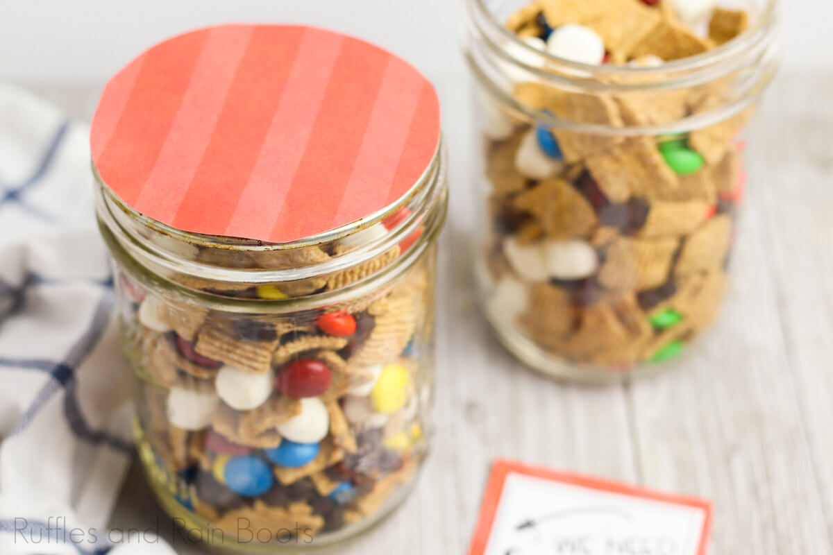 how to make a snack gift for teachers Step 6 add mason jar lid topper