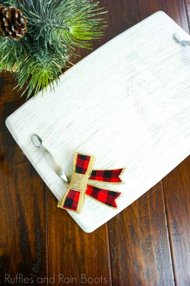How cute is this carved Christmas tray? I love how simple it is, but how well it will go with my farmhouse decor. Click here to see how to make this easy upcycled Christmas serving tray in minutes! #christmasservingtray #carvedchristmastray #famrhousedecor #rufflesandrainboots