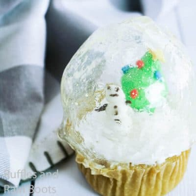 Make these Easy Snow Globe Cupcakes without Gelatin!