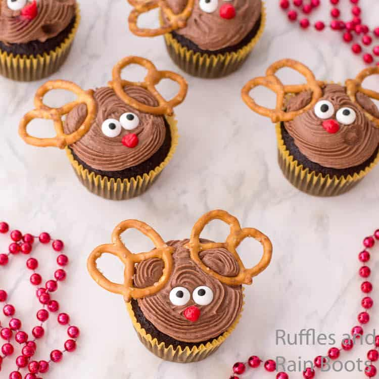 how to make cupcakes that look like reindeer